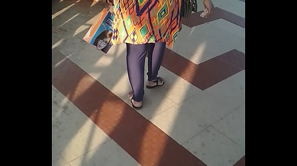 Walking, Indian aunty, Indian aunties, Indian ass